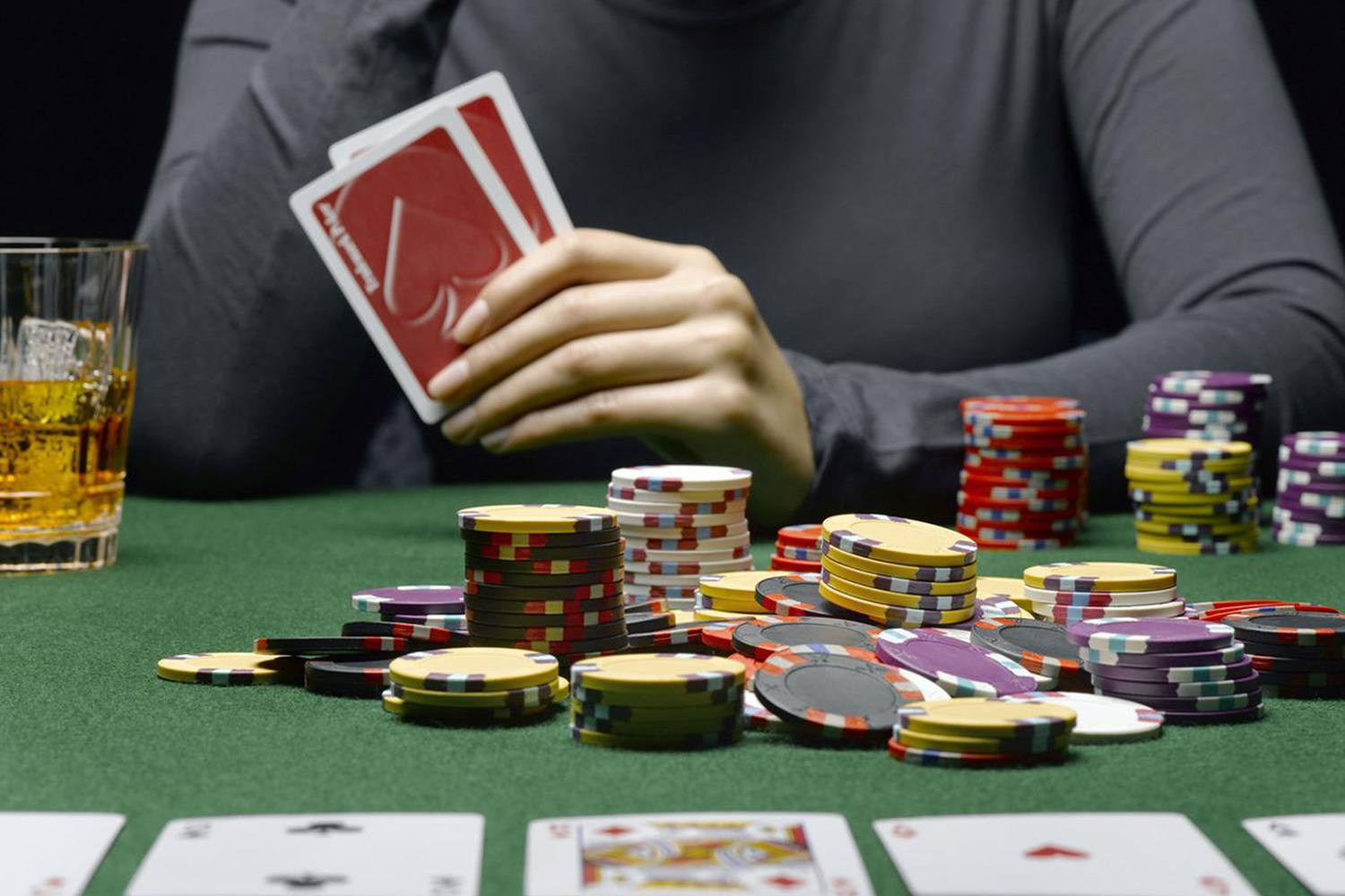 Poker Playing Tips – Killer Poker Strategies For Beginners
